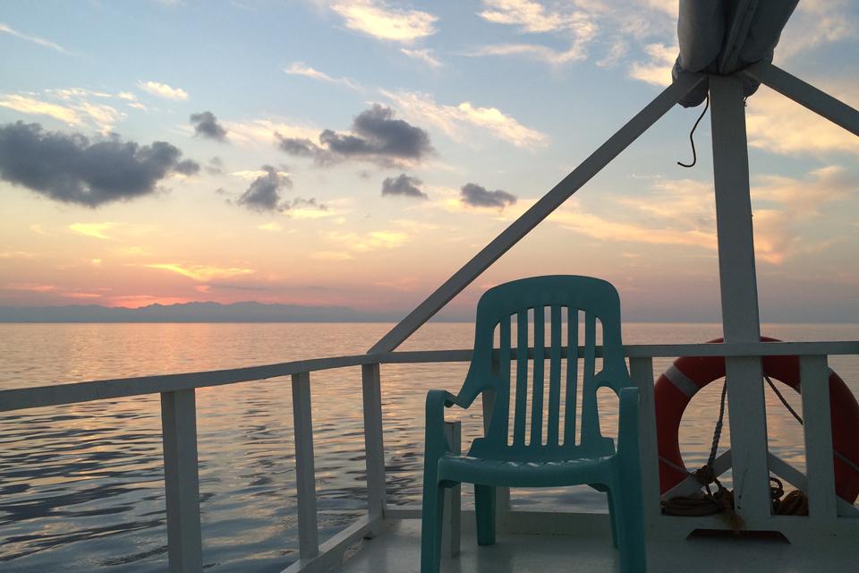 アポリーフクルーズの船上からの朝日